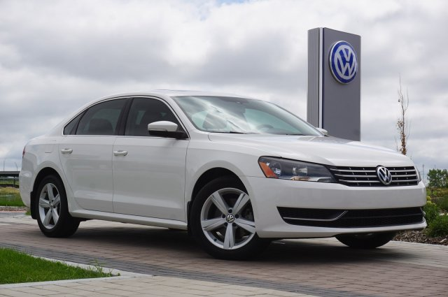 Certified Pre-Owned 2013 Volkswagen Passat 4dr Sdn 2.0L DSG TDI SE w/Sunroof