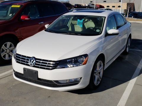 Certified Pre-Owned 2012 Volkswagen Passat 4dr Sdn 2.0L DSG TDI SE w/Sunroof &